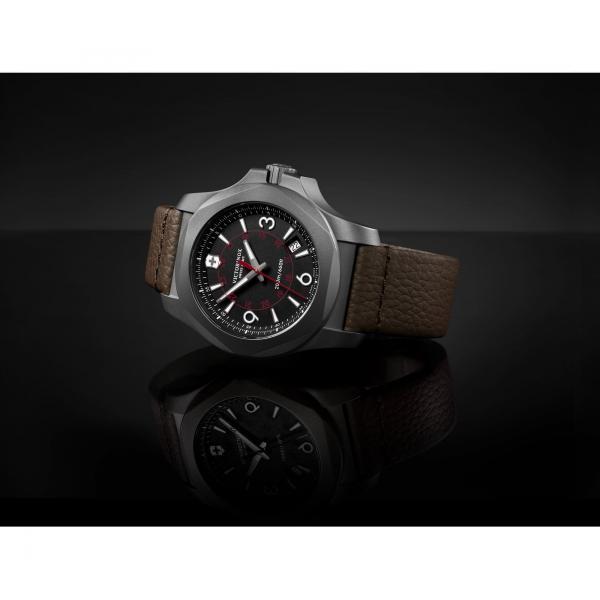 Victorinox 241778 I.N.O.X. Titanium hodinky 4
